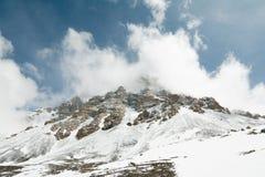 Гора снежка След пересекая пропуск Ла Thorong Стоковые Фотографии RF