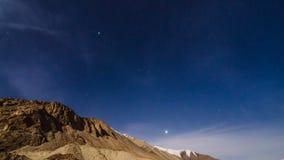 Гора с звездами стоковые изображения rf