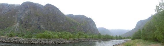 Гора тумана реки природы стоковые фотографии rf