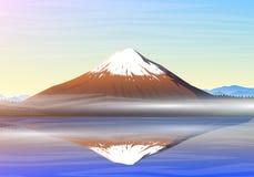 Гора Фудзи, взгляд утра панорамный с отражением на kawaguchiko озера, пиками, ландшафтом в самом начале дневной свет Стоковое фото RF