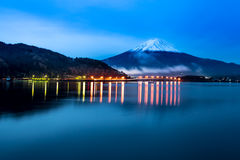 Гора Фудзи в twillight Стоковое Изображение RF