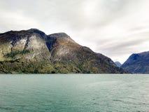 Гора фьорда стоковая фотография rf