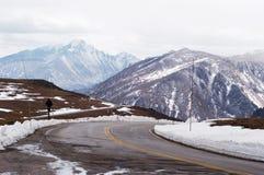 гора хайвея сценарная стоковое изображение