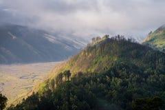 Гора холма леса облака Стоковое Изображение RF