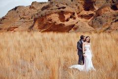 гора человека девушки поля стоковое фото