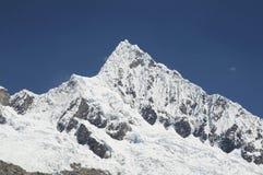 Гора Alpamayo Стоковые Изображения