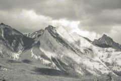 Гора Banff скалистая в черно-белом Стоковые Изображения RF