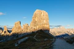 Гора Cinque Torri, красивые цвета осени в moun доломитов Стоковое Изображение