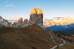Гора Cinque Torri, красивые цвета осени в moun доломитов Стоковые Фото