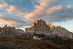 Гора Cinque Torri, красивые цвета осени в moun доломитов Стоковая Фотография RF