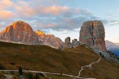 Гора Cinque Torri, красивые цвета осени в moun доломитов Стоковые Фотографии RF