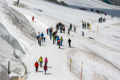 Гора Dachstein в Австрии с hikers на леднике Стоковая Фотография