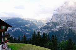 Гора Eiger (зона Jungfrau, Швейцария) увиденная от ¼ MÃ rren Стоковая Фотография RF