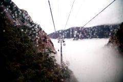 Гора Huangshan в дожде стоковое фото rf
