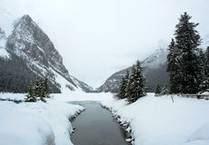 гора louise озера заводи Стоковые Фото