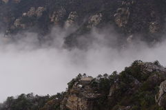 Гора Lushan в облаке стоковые изображения