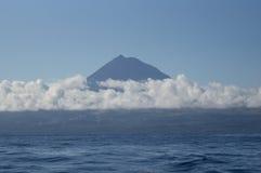 Гора Pico в облаках стоковая фотография rf
