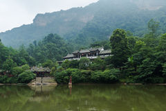 Гора qingcheng Сычуань вокруг озера Стоковое Изображение