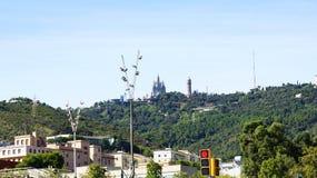 Гора Tibidabo с виском священных сердца и водонапорной башни Стоковая Фотография