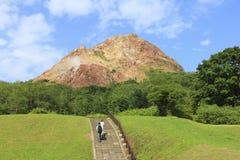 Гора Usu-zan, действующий вулкан около озера Toya, Хоккаидо, Японии Стоковое Фото