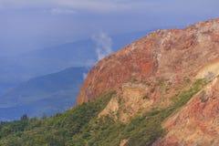 Гора Usu-zan, действующий вулкан около озера Toya, Хоккаидо, Японии Стоковые Изображения