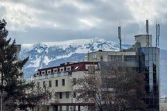 Гора Vitosha в зиме и части жилого квартала Стоковые Фотографии RF