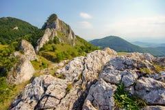 Гора Vrsatec скалистая стоковое изображение