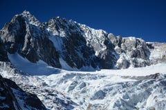 Гора Yulong покрытая снегом Стоковые Изображения