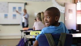 Гордый африканский школьник видеоматериал