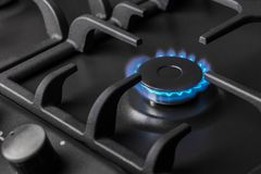 Горелка газовой плиты кухни горящая Стоковые Изображения