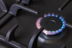 Горелка газовой плиты кухни горящая Стоковое Изображение