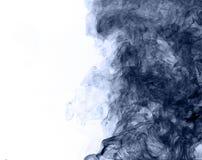 горение абстрактной предпосылки голубое произвело большую белизну дыма ладана заворот Стоковое Изображение