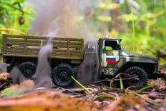 Гореть русской тележки игрушки войск Имитация непредвиденного нападения стоковые изображения