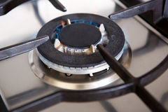 Горелка газовой плиты верхняя с пламенем Стоковое Изображение RF