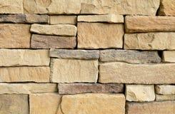 Горизонтальная текстура несимметричной кирпичной стены стоковые фотографии rf