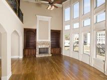 горизонтальное живущее роскошное окно стены комнаты Стоковые Фото