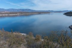 Горизонтальный озера Рузвельт в юговосточной Аризоне Стоковое Изображение RF