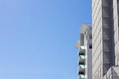 Горизонтальное фото зданий под конструкцией стоковое изображение