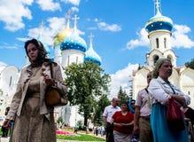 Горизонтальный, люди идут помолить, Русская православная церковь Стоковое Изображение RF