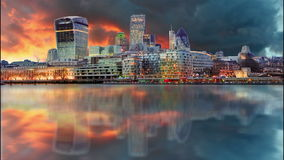 Горизонты Лондона на заходе солнца, промежутке времени, Великобритании Стоковые Фотографии RF