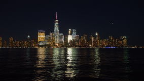 Горизонты Нью-Йорка на ноче Стоковые Фотографии RF