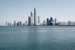 Горизонт Абу-Даби, Объединенные эмираты Стоковые Фото