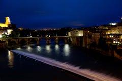 Горизонт Альби на ноче от моста Стоковое фото RF