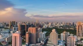 Горизонт Бангкока на заходе солнца акции видеоматериалы