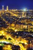 Горизонт Барселоны, Испании на ноче стоковые фотографии rf
