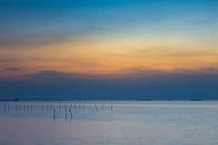 Горизонт берега моря на сумерк, естественной предпосылке ландшафта Стоковые Фотографии RF