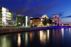 Горизонт Берлина во время захода солнца Стоковые Фото