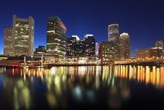 Горизонт Бостона на ноче, США стоковое изображение rf