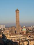 Горизонт болонья с иконическими башнями Стоковая Фотография