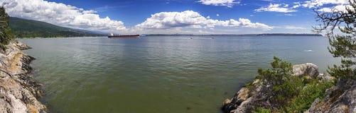 Горизонт Ванкувера ДО РОЖДЕСТВА ХРИСТОВА дистантный от парка маяка на рте пролива Burrard Стоковая Фотография RF